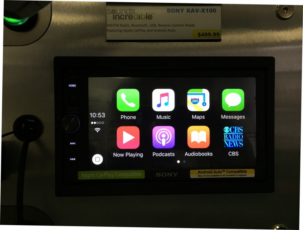 Sony XAV-AX100 Review - CarPlay display