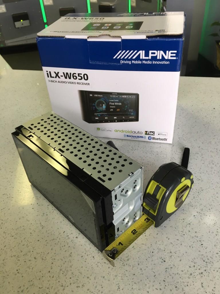 Alpine iLX-W650 Review - Un-boxing Shallow Mount Design